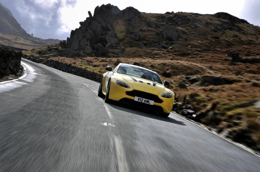 Aston_Martin_V12_Vantage_S_11