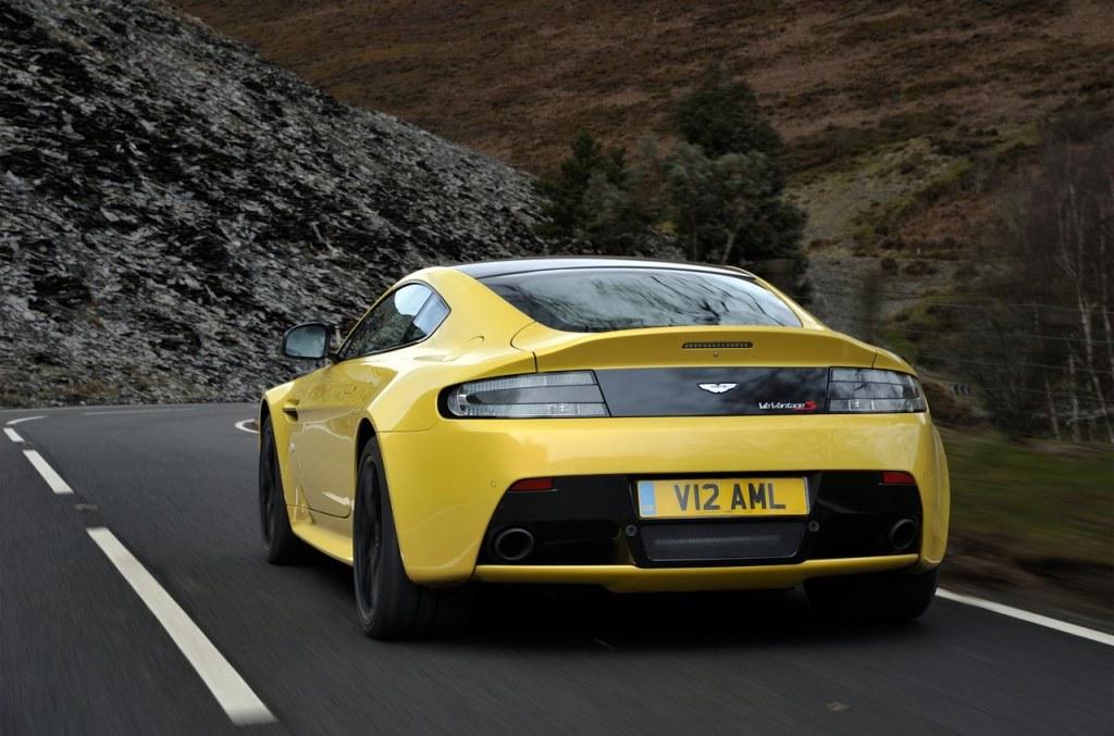 Aston_Martin_V12_Vantage_S_14
