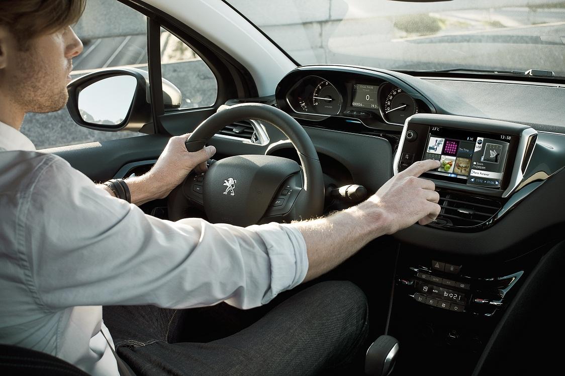 3. Peugeot 208-interior